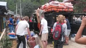 Ayuda de extranjeros y locales intenta aliviar la situación.