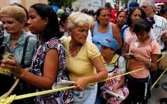 cola-de-mujeres-en-venezuela-090315jpg