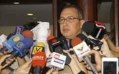 Diputado Richard Blanco da declaraciones a la prensa