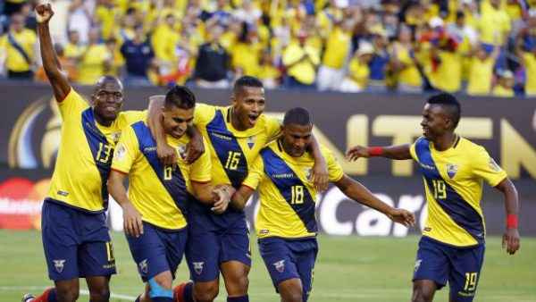 Ecuador players, from left, Enner Valencia, Cristian Noboa, Luis Antonio Valencia, Carlos Gruezo and Juan Cazares celebrate after Noboa scored a goal against Haiti during the second half of a Copa America Group B soccer match, Sunday, June 12, 2016, in East Rutherford, N.J. (AP Photo/Julio Cortez)
