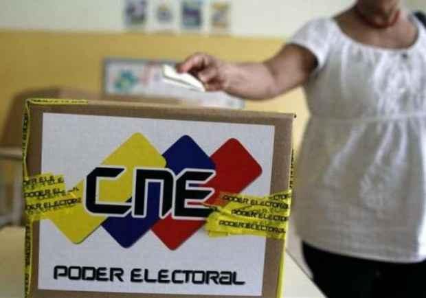 CNE extiende cierre de las mesas de votación por una hora más