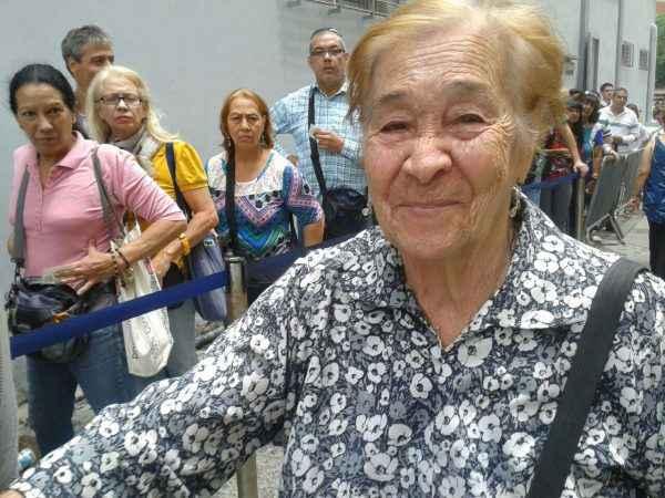 """Ana María Tovar tiene 92 años. """"Vine a validar porque soy adeca desde que nací"""", aseguró."""