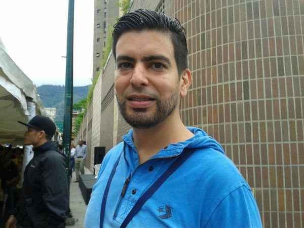 """A mí me invalidaron mi firma y por eso me ofrecí para ser voluntario"", aseguró Jonathan Pérez."