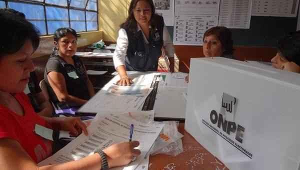 francisco-velasquez-VENEZUELA--Inicia-votaci-oacute-n-en-elecciones-presidenciales-de-Per-uacute-