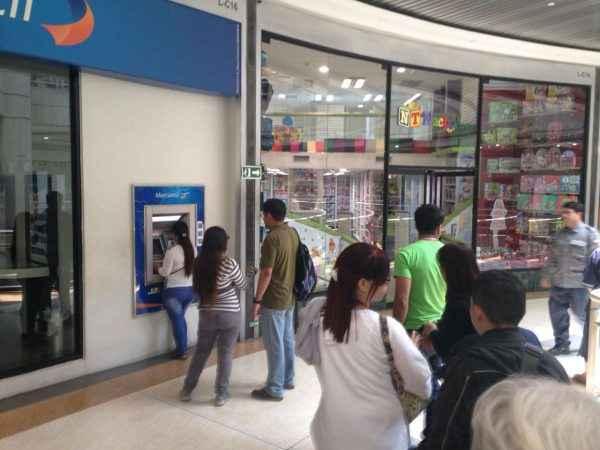 Banco Mercantil del Centro Comercial Sambil 12:03 pm
