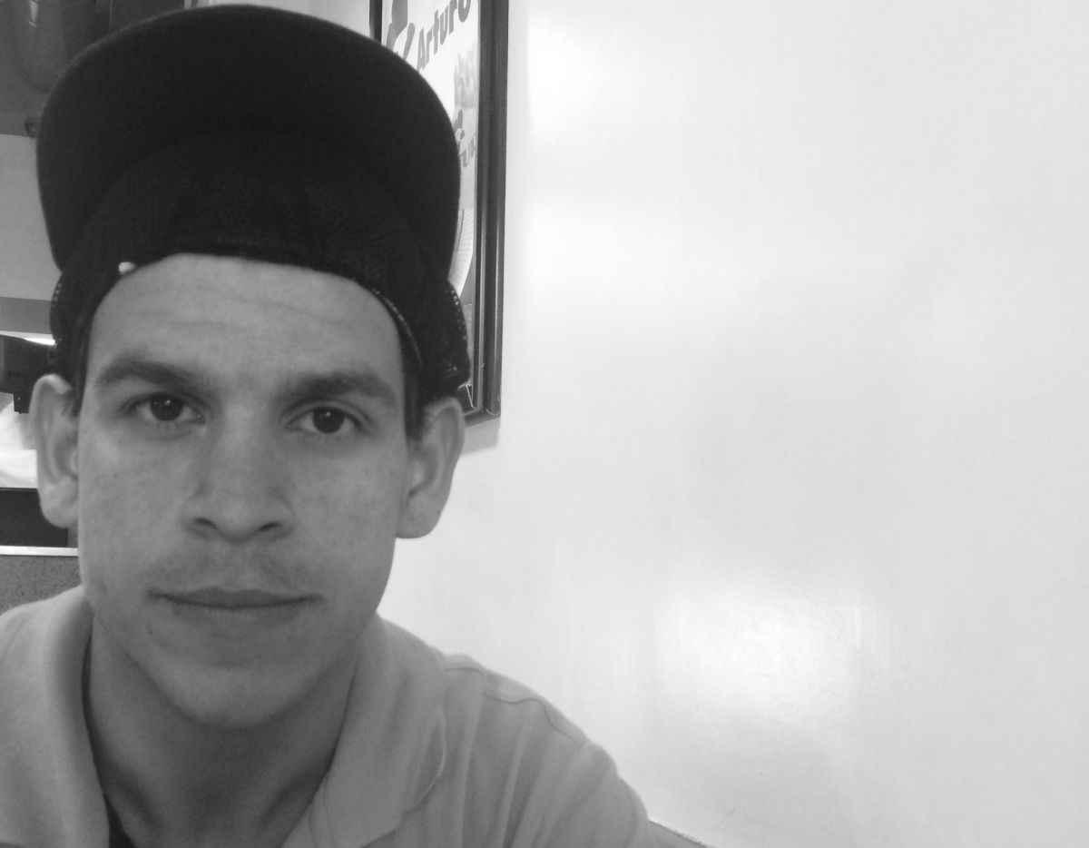 Víctor Suárez trabaja en Arturo´s y gana Bs. 3 mil semnal