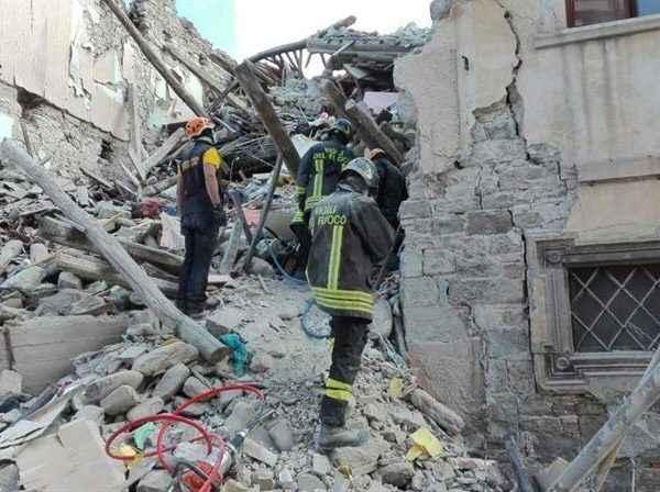 Màs de la mitad de Amatrice quedó devastada, dijo el alcalde
