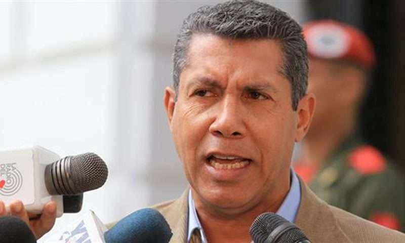 Opositor Henri Falcón dice que retirará candidatura