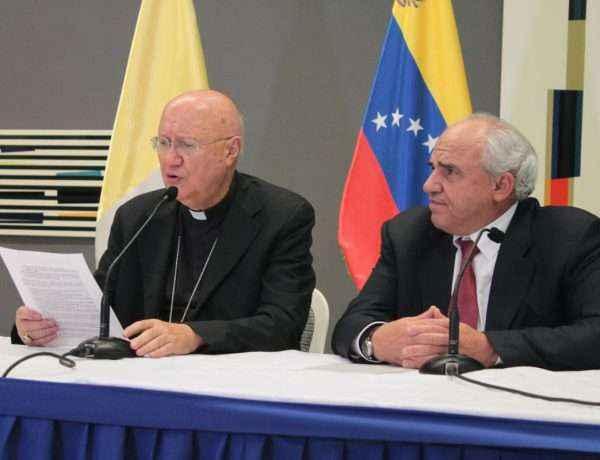 Los mediadores leen el primer acuerdo