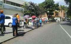 Mientras unos marchaban en Altamira, otros hacían cola en La Castellana