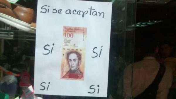 Algunos negocios sí siguen aceptando el billete de 100 bolívares