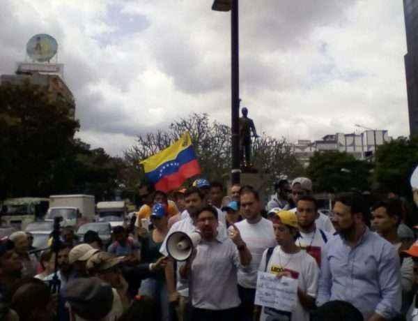 Diputado Guevara a los presentes