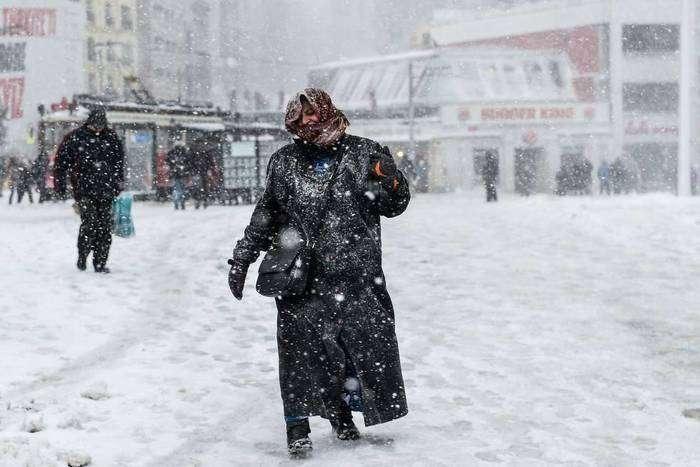 Más de 40 centímetros de nieve cubren las calles de Estambul, Turquía. Foto: Yasin Akgul.