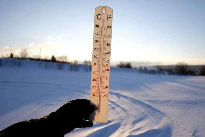 Un termómetro muestra los 15 grados bajo cero en la localidad de Roztoka en Przemysl, Polonia. Foto: Darek Delmanowicz EFE.