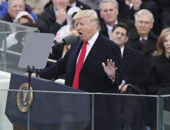 MCX02 WASHINGTON DC (ESTADOS UNIDOS) 20/01/2017.- El presidente de EE.UU., Donald Trump, pronuncia su discurso tras jurar como 45º presidente de los Estados Unidos en una ceremonia oficial celebrada ante las escalinatas del Capitolio, en Washington DC (Estados Unidos) hoy, 20 de enero de 2017. EFE/JUSTIN LANE