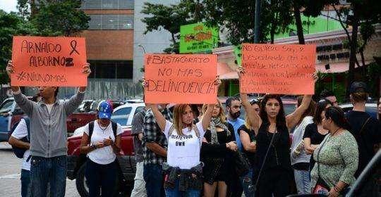 Protesta de artistas por la vida. Plaza Sadel, 15 de enero