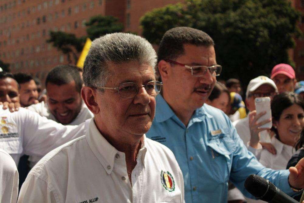 El dirigente de AD salió desde la sede de su partido en Los Cedros