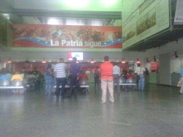 Interior del Banco de Venezuela de la avenida Universidad, a las 2:15 pm de este miércoles, 4 de enero.