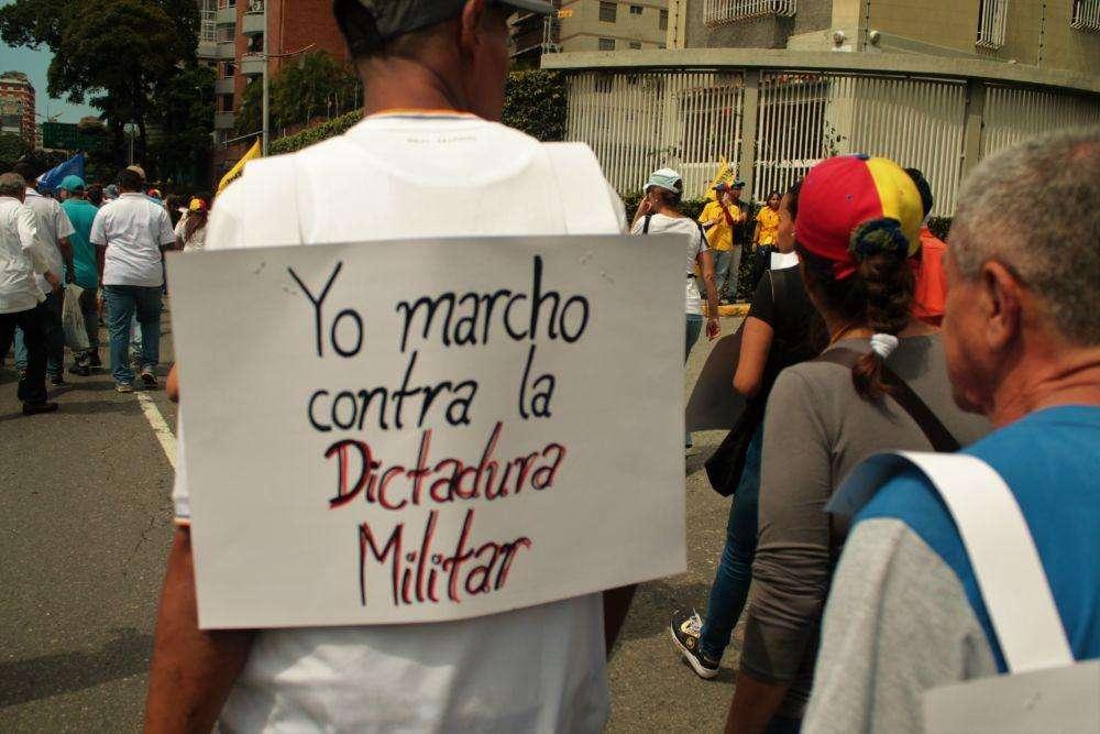Los manifestantes escribieron consignas y mensajes en pancartas