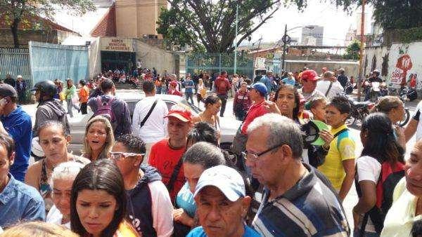 Diputados opositores realizaron sesión desde la Maternidad Concepción Palacios