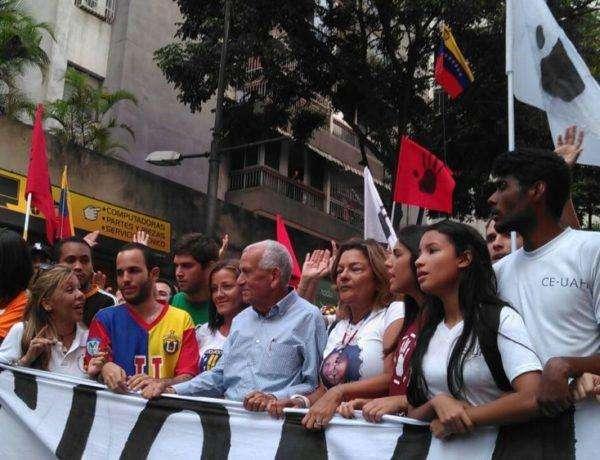 El movimiento estudiantil marchó con los padres de las víctimas del 12F de 2014