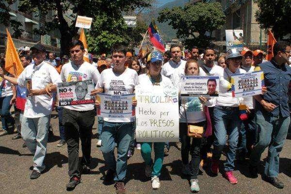 Familiares de presos políticos en la manifestación. Foto: Iván reyes