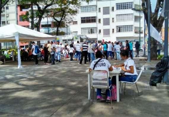 En la parroquia La Candelaria los militantes se movieron desde temprano.
