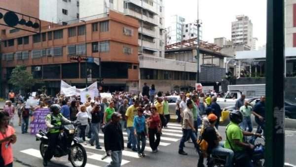 Marcha entra a la avenida Urdaneta