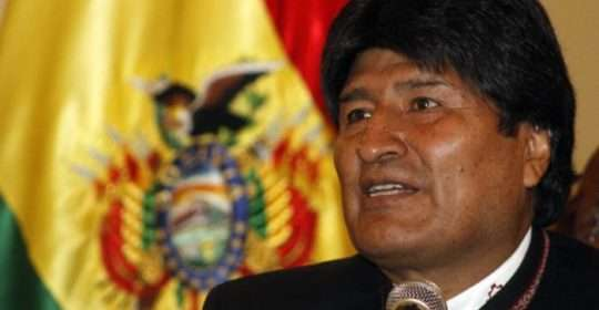 Bolivia's President Evo Morales speaks during a news conference at the presidential palace in La Paz April 3, 2014. Morales expressed his solidarity with the Chilean people following earthquakes in the northern region over the past few days. REUTERS/ABI/Bolivian Presidency/Handout via Reuters (BOLIVIA - Tags: POLITICS HEADSHOT) ATTENTION EDITORS - THIS PICTURE WAS PROVIDED BY A THIRD PARTY. REUTERS IS UNABLE TO INDEPENDENTLY VERIFY THE AUTHENTICITY, CONTENT, LOCATION OR DATE OF THIS IMAGE. THIS PICTURE IS DISTRIBUTED EXACTLY AS RECEIVED BY REUTERS, AS A SERVICE TO CLIENTS. FOR EDITORIAL USE ONLY. NOT FOR SALE FOR MARKETING OR ADVERTISING CAMPAIGNS - RTR3JTG0