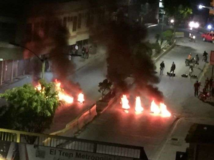 Paramilitares de Maduro son responsables de vandalismo en Los Teques — Capriles