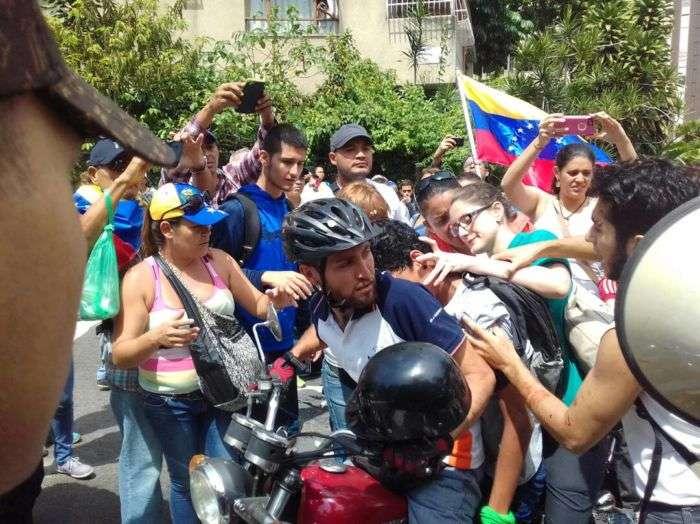 Mueren dos jóvenes heridos de bala durante una protesta opositora — Venezuela