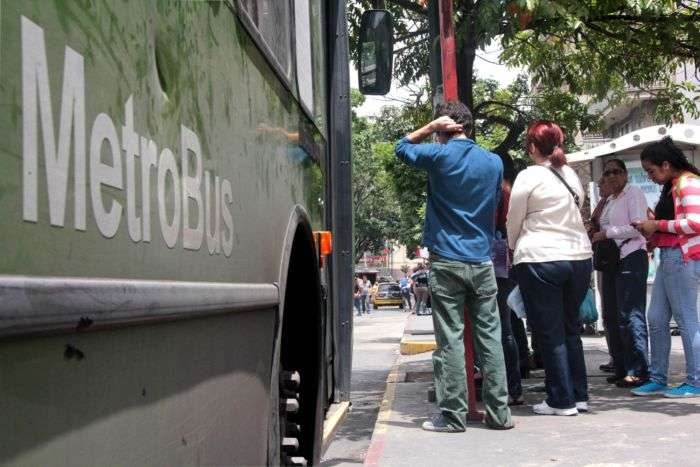 Metro de Caracas mantiene estaciones abiertas y suspende 3 rutas de metróbus