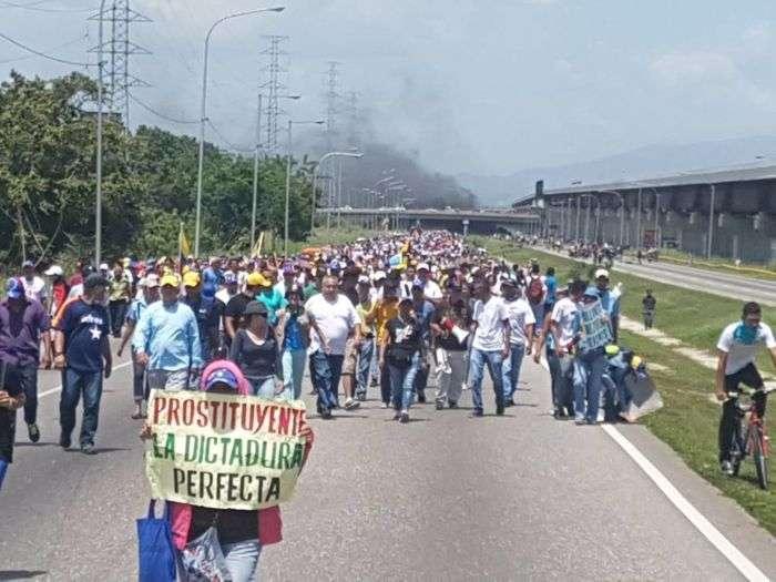Presidente de Venezuela llama a dirigentes de la oposición a dialogar