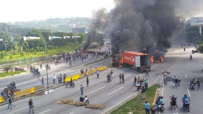 Dispersan a manifestantes cerca de La Carlota