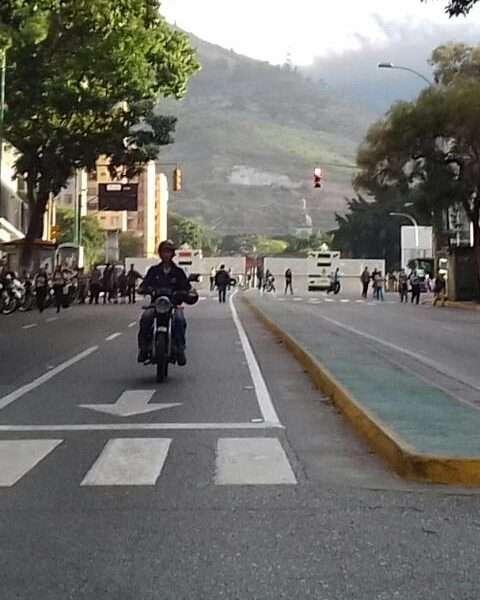 Vándalos incendian sede de la Magistratura en Caracas