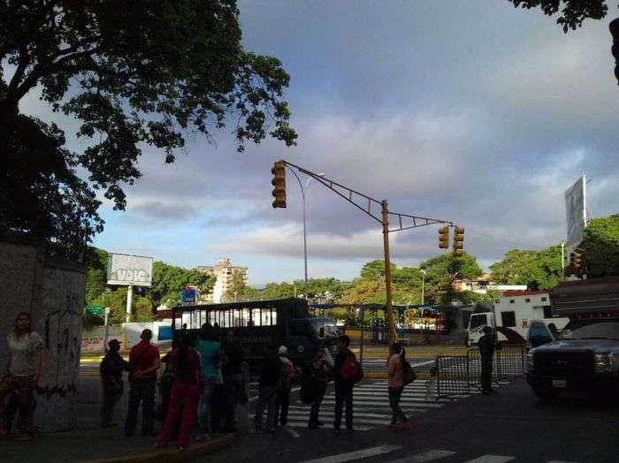 Manifestantes queman Tribunal Supremo durante disturbios en Caracas — Venezuela