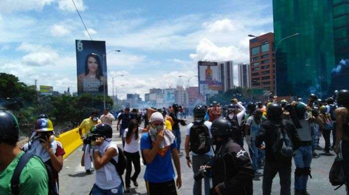 GNB reprime a manifestantes en la Francisco Fajardo #19Junio — FOTOS y VIDEO