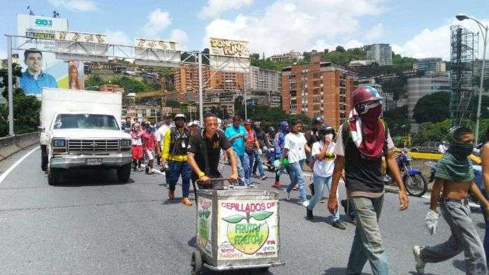 Oposición venezolana marcha al Ministerio Público para dar apoyo a la fiscal