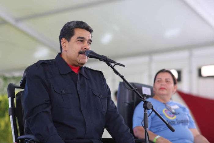EU manda orden de abandono a familiares en la embajada en Venezuela