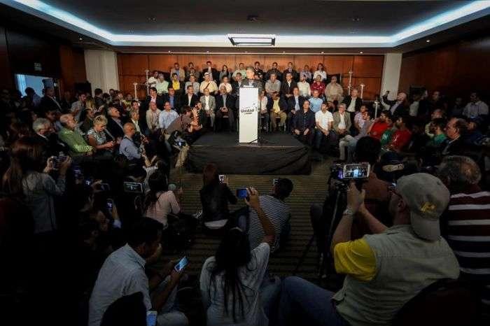 Venezolanos en Panamá votan en consulta popular de la oposición