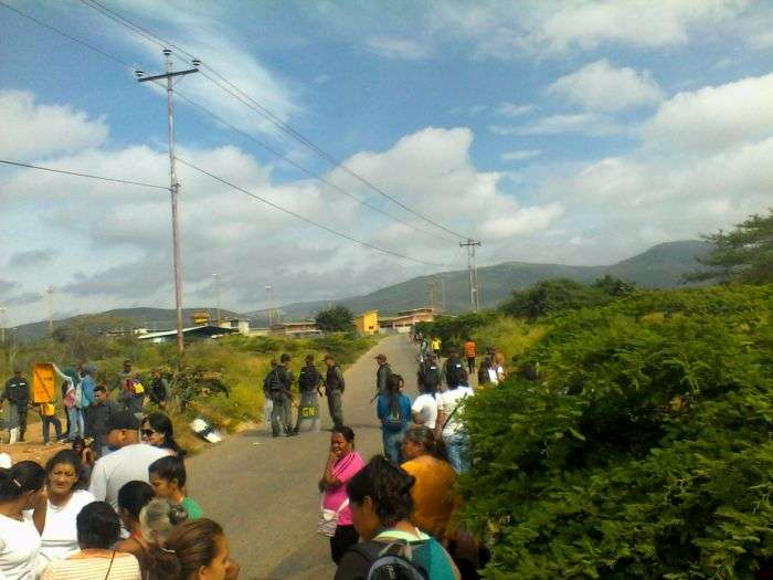Dos reos muertos y 24 heridos en motín en la cárcel Fénix