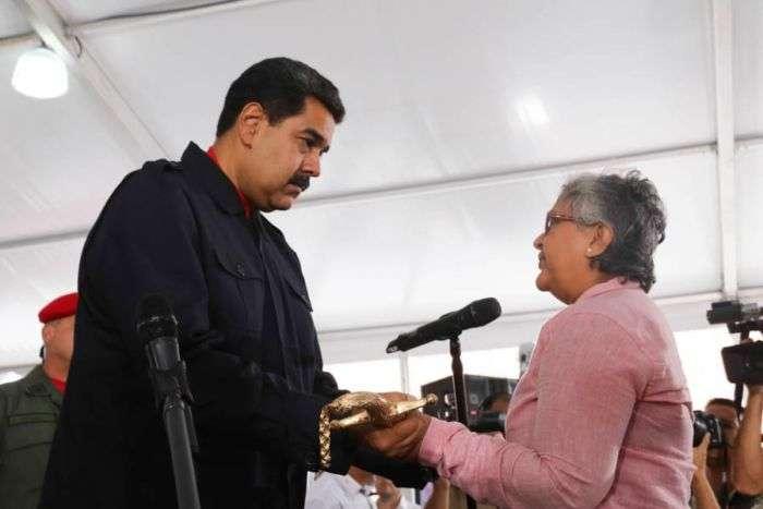 Maduro condecora a los funcionarios sancionados por Washington