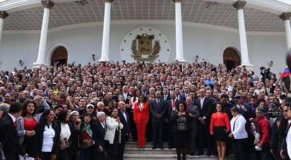 Una minoría respalda la actuación del TSJ, ANC y CNE según Datanálisis