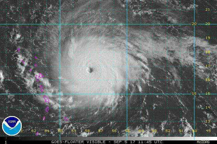 Residentes de los Cayos de Florida se preparan para evacuar