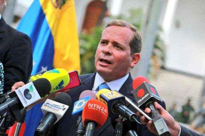 Capriles se retira de la coalición opositora