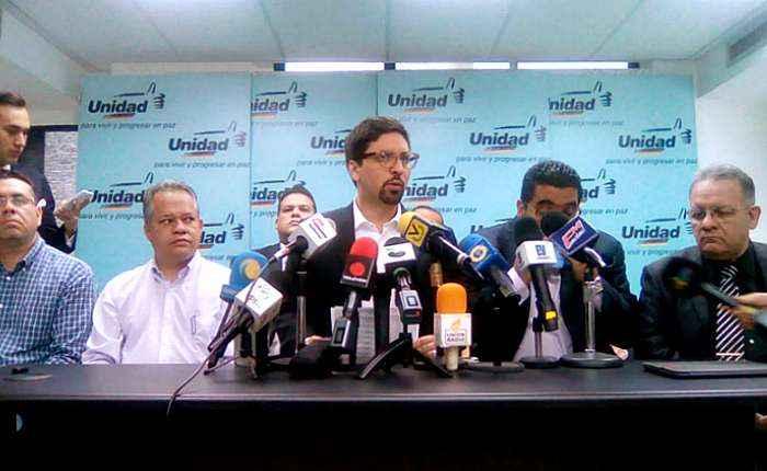 Oposición de Venezuela desconoce resultados de elecciones regionales — AMPLIACION