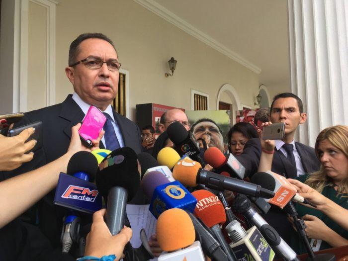Richard Blanco anunció conformación de nueva fracción parlamentaria