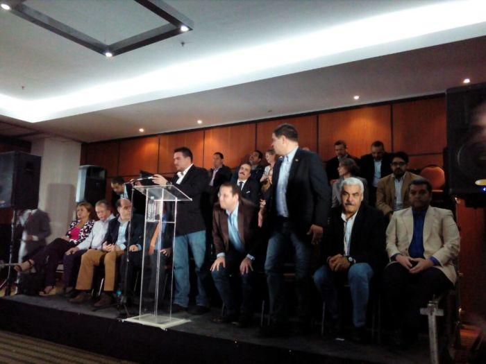 Oposición confirma que gobierno aceptó mediadores para diálogo — Venezuela