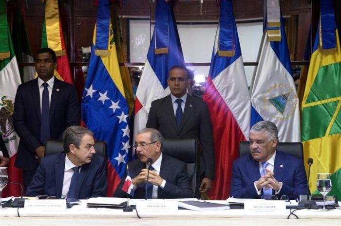 Diálogo entre oposición y oficialismo entra en