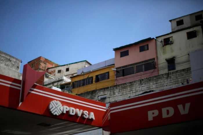 Ministro Quevedo evaluó recorte petrolero con representante de la Opep